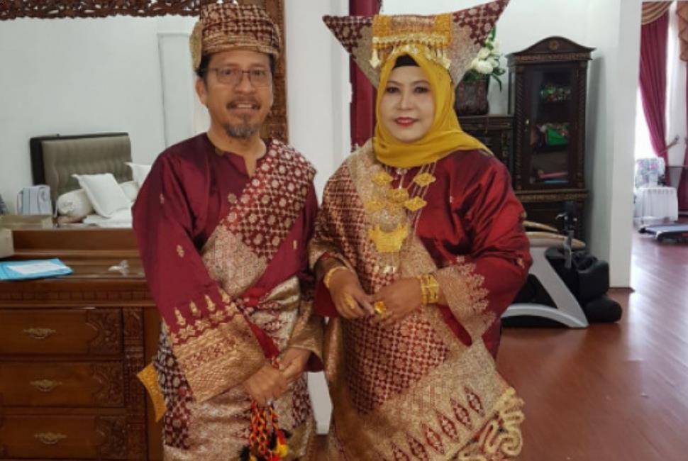 Gambar + Nama Pakaian Adat Sumatera Barat dan Keterangannya