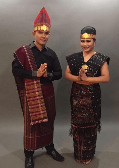 7 Nama Pakaian Adat Sumatera Utara Dan Penjelasannya